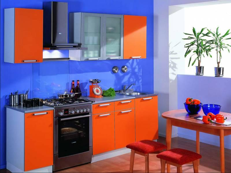 Кухня на заказ с фасадами из пластика. Цвет: более 180 видов цветов